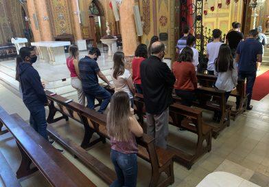 Adoração dos jovens na Sexta-feira Santa